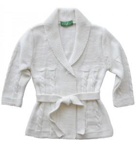 Дълга детска жилетка плетена бяла за момиче